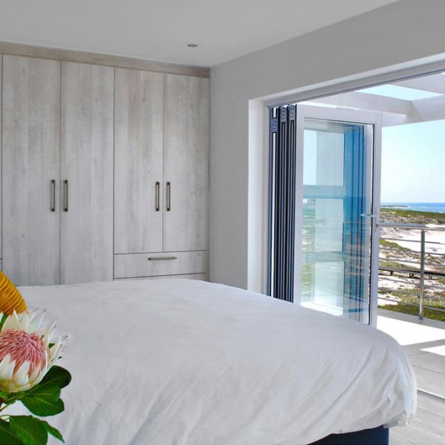 https://oceanvillasyzer.com/wp-content/uploads/2020/07/OV-Bedroom-640x640.jpg